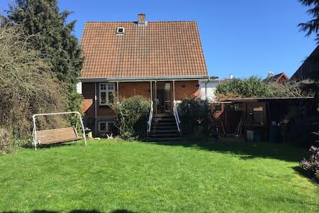 House with sunny closed garden. - Aarhus - House