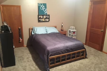 Peaceful Country Bedroom - Oshkosh - Dom