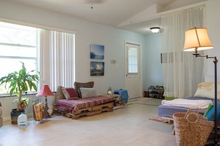 Beautiful ecofriendly home to share - West Palm Beach