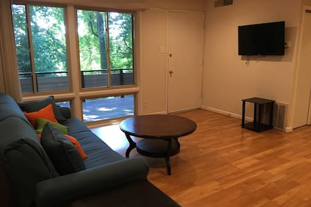 Modern, Newly Renovated Apartment - Rockville Pike - Apartamento
