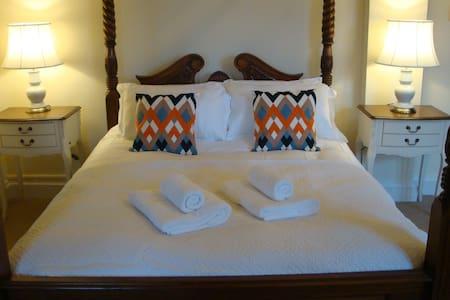 Luxury Christmas Escape. Private King Bed, Ensuite - Castillo
