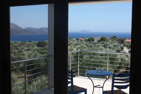 Comfortable 2 bed apartment with sea-views - Kamaria - Bed & Breakfast