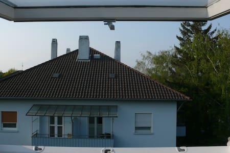 uninahe 50er Jahre Mansarde - Apartment