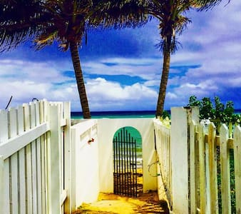 Caribbean Beach Studio - Pool & Steps to the beach - Lejlighed