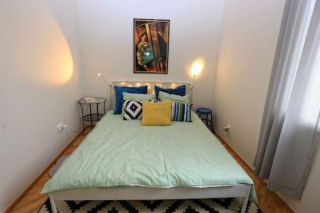 Cozy apartment at Andel close to Prague center - Lägenhet