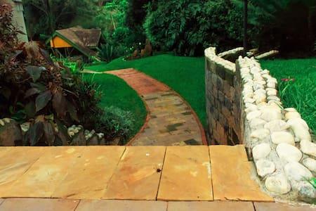 Adie's Garden Suites - Nairobi - Bed & Breakfast