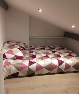Studio avec mezzanine tout confort - Vayres - Daire