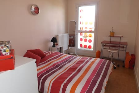 Belle chambre paisible et lumineuse - La Rochelle