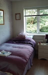 Single Room in Small Detached House - Bed & Breakfast