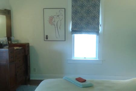 Downtown Victorian- bedroom w. private bath - Albuquerque - Hus