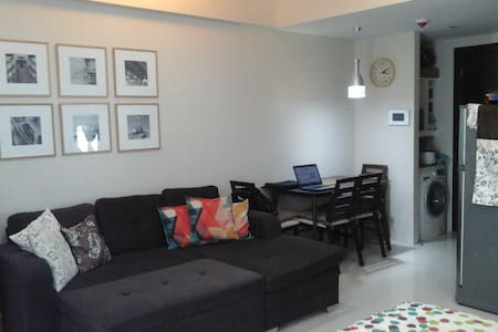 New Fully Furnished Studio near the Airport - Wohnung