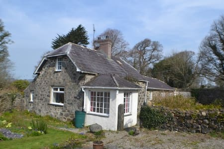 Beautiful Welsh country cottage - Efailnewydd