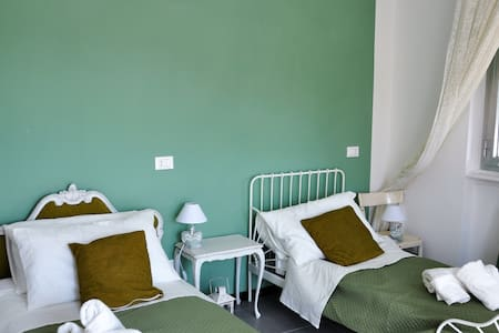 Camera doppia nel cuore di Savona, Green Room - Savona