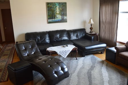 Homey Chicago Condo (2Br-1Ba) - Apartment