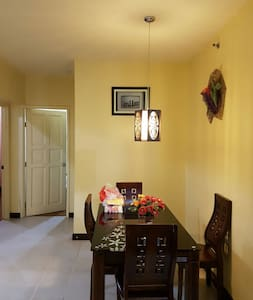 Private Room in Big House Near Public Transport - Talo