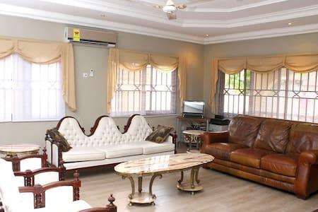 Rose Leat Elegant Bed & Breakfast - Accra