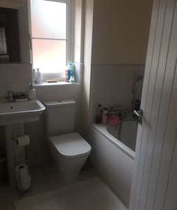 Double room, private bathroom close to Cambridge - Casa