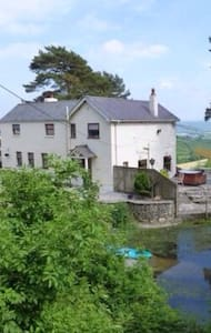 Stunning View Farmhouse. Carmarthen - White Mill