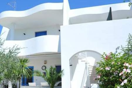 White house near the beach - Villa