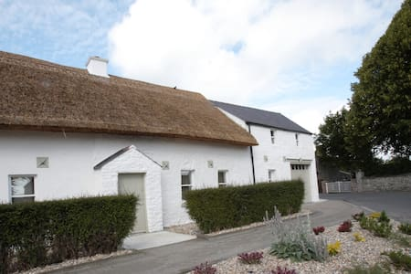 Unique Thatched Cottage - House