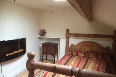 Attic en-suite room in Douglas - House