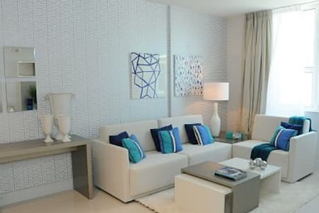 LUXURY Suite by the Beach! - Apartament