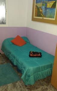 Habitación con cama individual. - Pis