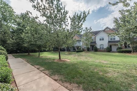 Unfurnished 2 BedRms Condo:heart of Ballantyne - Charlotte