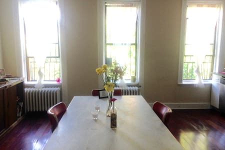 Private & Peaceful Room, 20 Minutes to Manhattan - Brooklyn - Townhouse