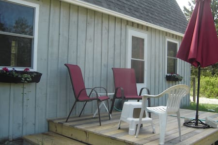 Bright Quiet DownEast Cottage  Close to Beaches - Huis