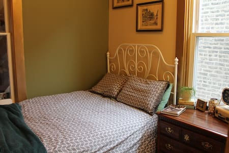Remodeld Cozy 2-Bed & Private Bath near Downtown - Chicago - House