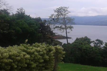 Lakefront Studio w Lake Views - Tilaran - Bungalow