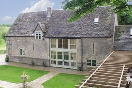Beautiful Cotswold Barn-Conversion with Grounds - Gloucestershire - House