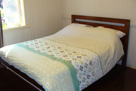 Comfy double bed - quite location - House