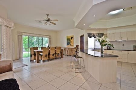 Golf Course Executive Home - Robina - Maison