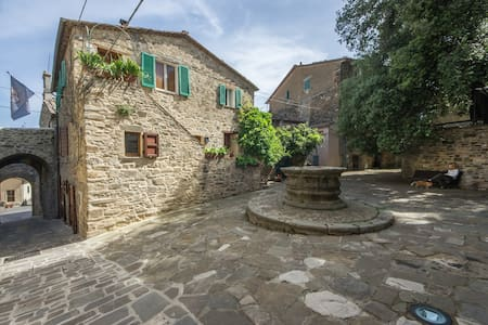 The Ancient Well House in Tuscany (3 bdr + Garden) - Castel del Piano