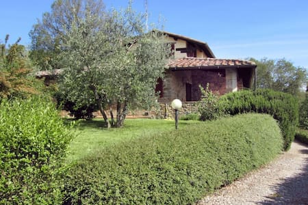 Gli Oleandri, sleeps 10 guests in Torricella - Monte San Savino