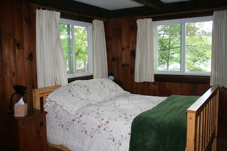 Private Room - Cabin on the Lake in the Woods - Oakham