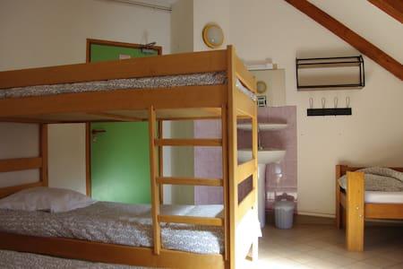 Chambre 4 personnes Gîte La Boussole - Le Perier - Bed & Breakfast