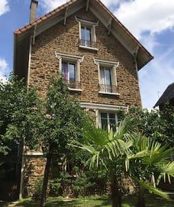 BELLE MAISON DE CARACTÈRE À 20 MINUTES DE PARIS - Les Pavillons-sous-Bois - Rumah