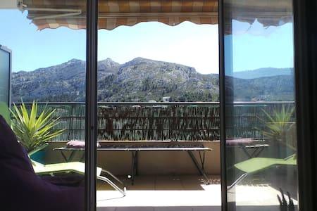 T3 beau balcon face aux calanques - Flat