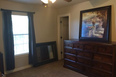 2BR 2Bath in Nice Fayetteville Home - House