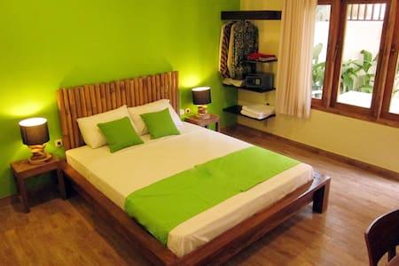 Room Batur in Atmosudomo homestay - Gondokusuman - Bed & Breakfast