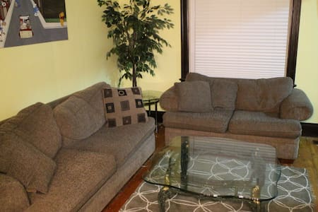 Charming House near U of W and US-Canada Bridge - Windsor - Appartement