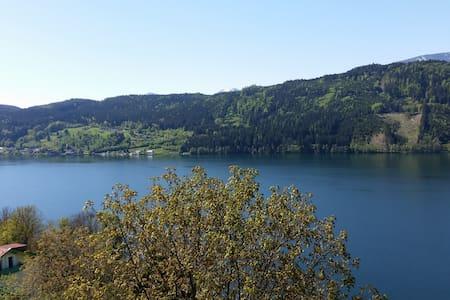 Seeblick total über den Millstätter - Lakás