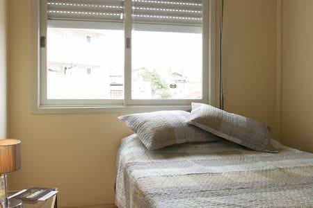 Ótimo quarto privado c/ cama casal! - Caxias do Sul - Apartament