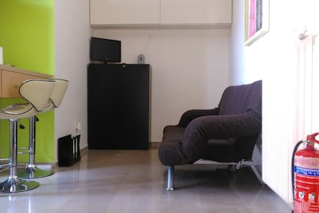 Modern Studio next to ferry & train - Patras - Wohnung