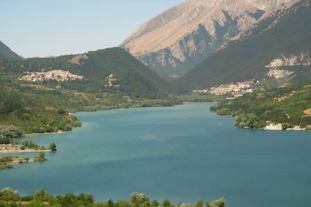 Immersi nei silenzi delle montagne Appenniniche - Montenero Val Cocchiara - House