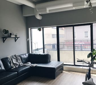 Sunny one-bedroom loft apartment in the Beltline - Calgary - Apartment