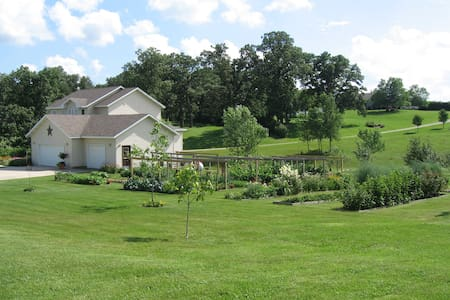 Highway 9 Great Country Home - Decorah